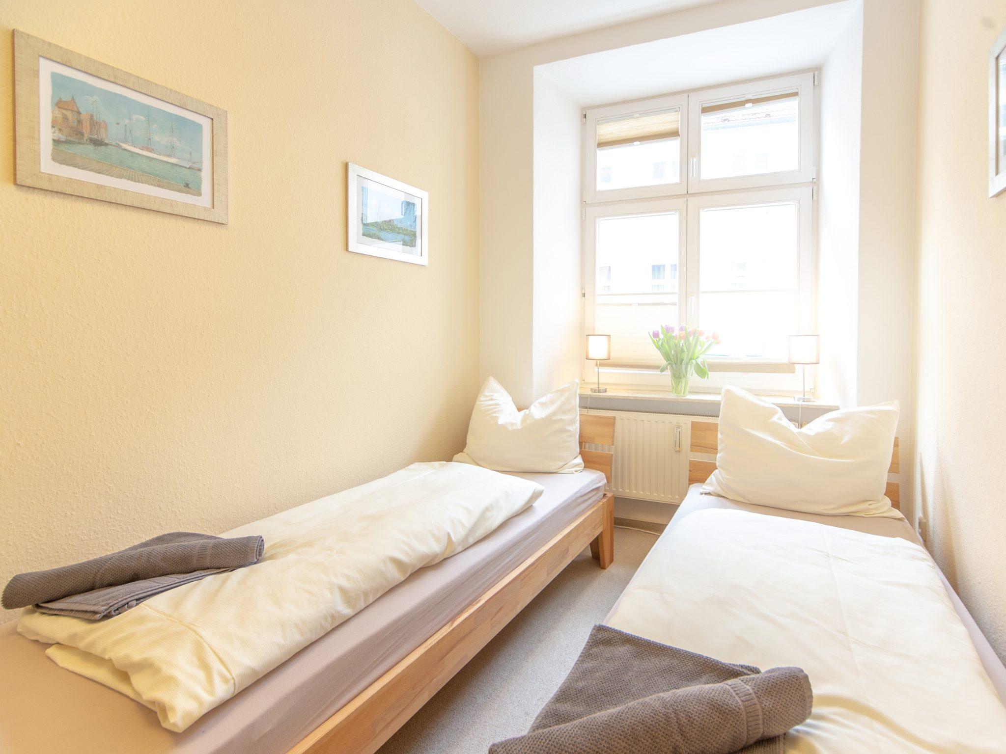 offene Küche mit 2 Einzelbetten