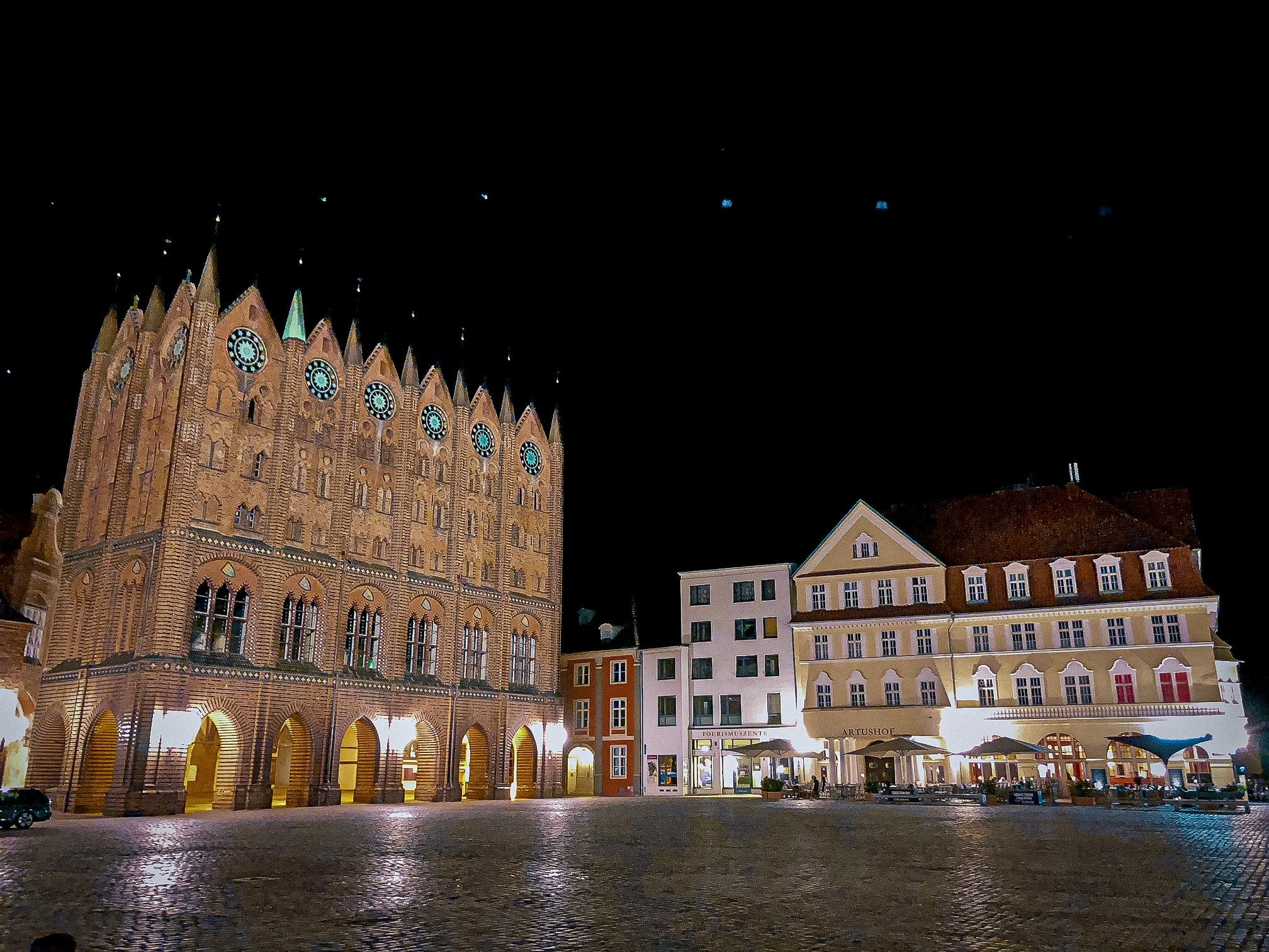 Stralsunder Markt bei Nacht